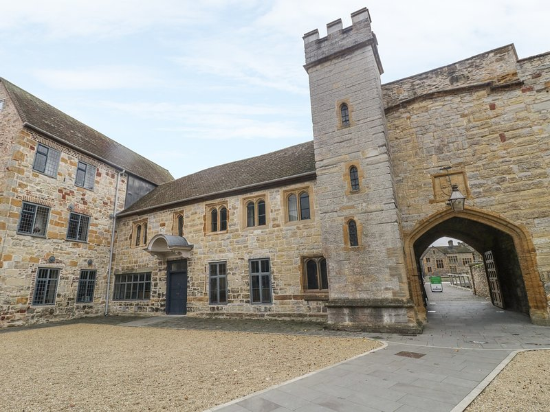 CASTLE HOUSE, within Taunton Castle's walls, holiday rental in Cotford St Luke