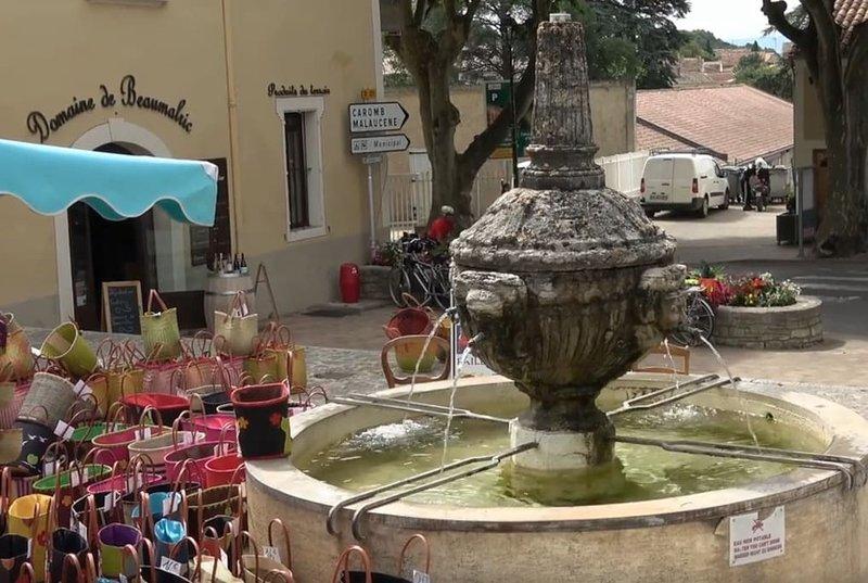 Charmante maison au centre de Beaumes de Venise, holiday rental in Beaumes-de-Venise