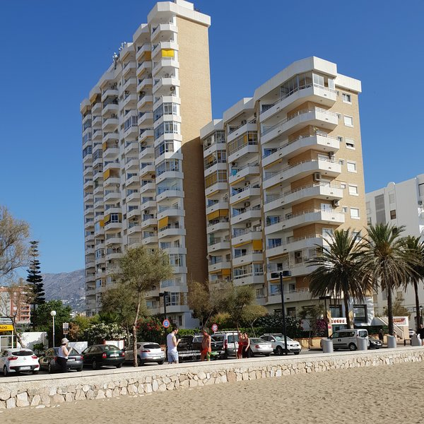 Ronda 3, building viewed from the beach
