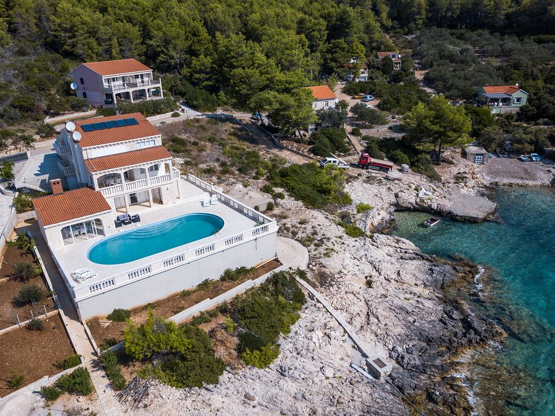 Beach apartment with pool, boat dock , for 6 people, holiday rental in Blato