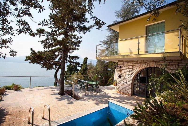 Villa med utsikt över sjön