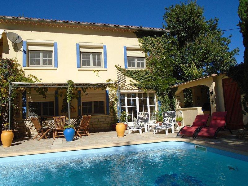 La Soleillade ground floor apartment with PRIVATE pool, aluguéis de temporada em Orsan