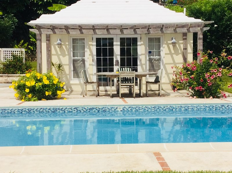 Pool House in a garden setting, holiday rental in Hamilton Parish