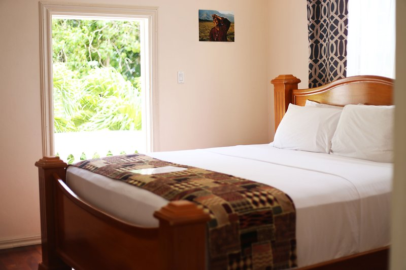 All Nation Guesthouse - Superior Kings size bedroom with PVT balcony & Sea view, alquiler de vacaciones en Manchioneal