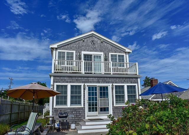 Oceanfront four bedroom home with breathtaking views, location de vacances à South Harwich