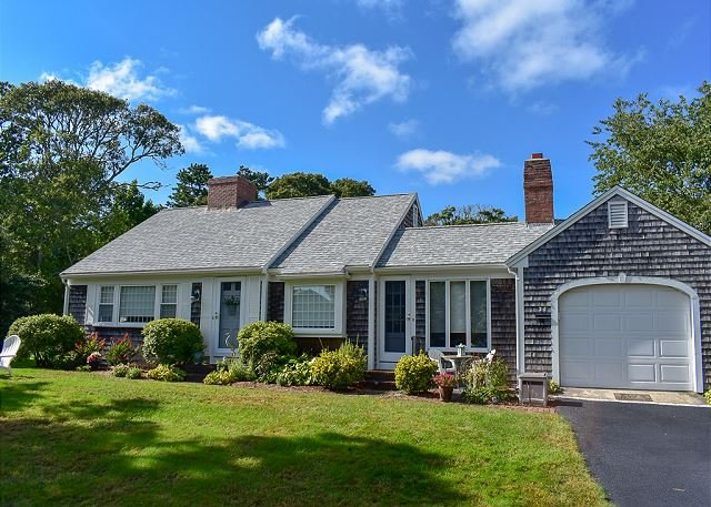 Two bedroom sleeping 6 with deeded rights to Bass River, holiday rental in South Yarmouth