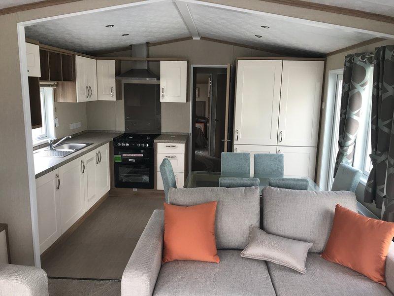 Lake's Retreat Caravan, holiday rental in Kirkby in Furness