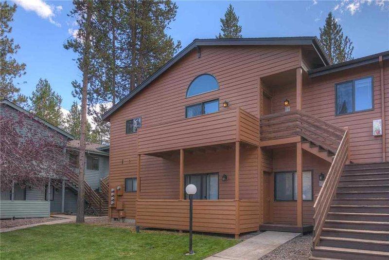 Sunriver-Vacation-Rental --- Powder-Village-I-4 --- Exterior-Frente