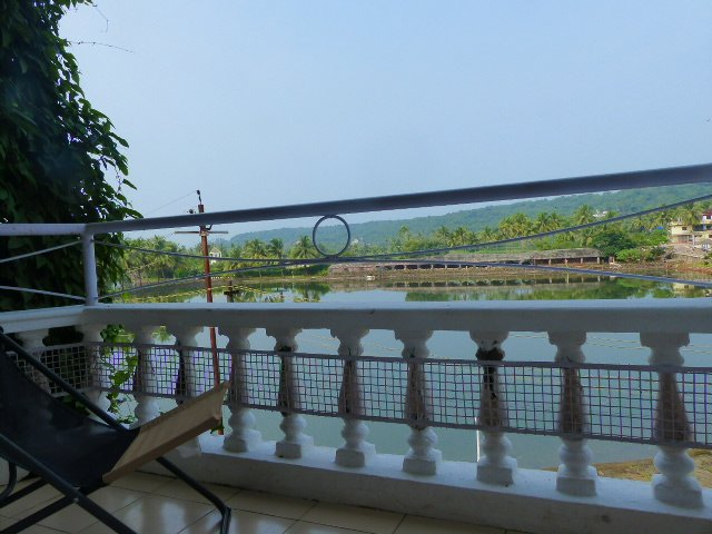 Relax at our Resort Home with Beautiful Lake View - FunHolidaysGoa, alquiler vacacional en Arpora