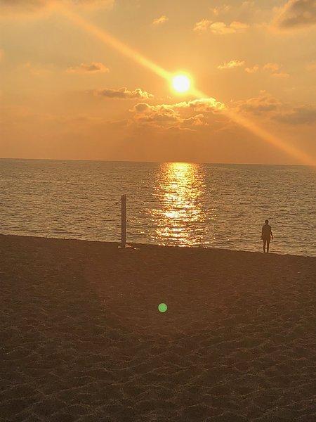 Sonnenuntergang über Pizzo Beach Club