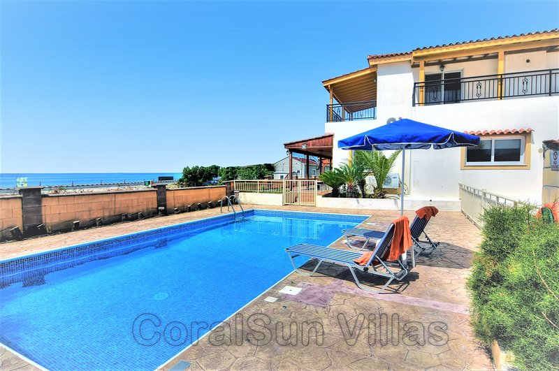 BEACH FRONT Family Villa - Private GATED Pool - Near to Amenities - Sleeps 8, holiday rental in Argaka