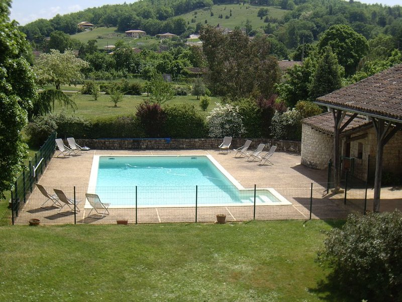 Big villa with swimming-pool & Wifi, location de vacances à Thézac