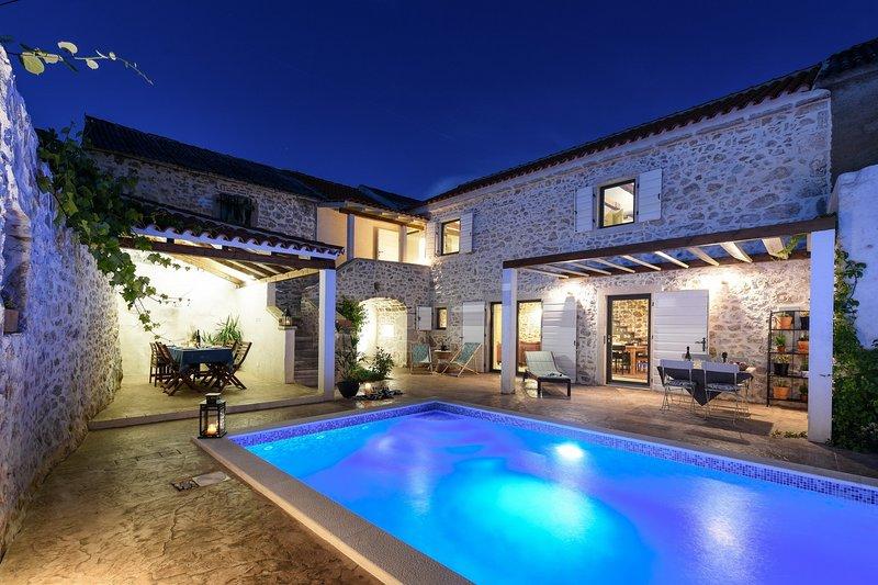 Beautiful Villa Dvori, in Nin, with a Pool, holiday rental in Nin