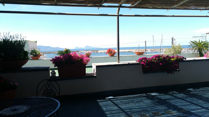 Sea view apartment, vakantiewoning in Torre Annunziata