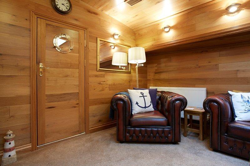 El salón con asientos de cuero Chesterfield