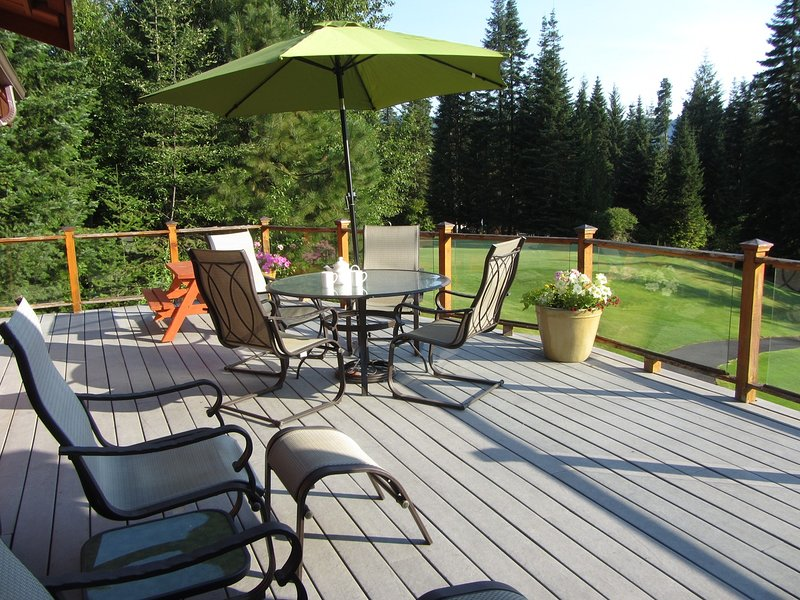Large deck with views.