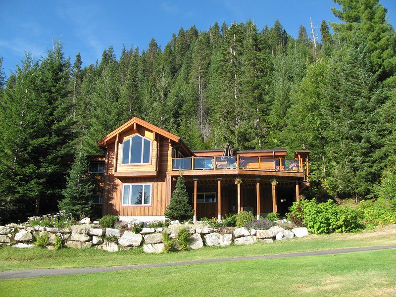Authentic cedar log home with gorgeous views!