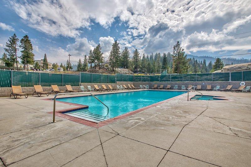 Vasca idromassaggio e piscina comunitarie