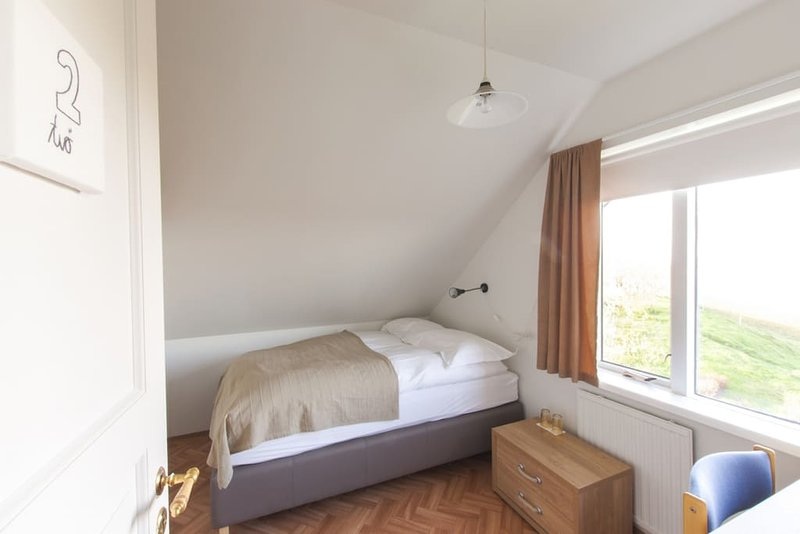 #2 Bitra Guesthouse - Double / Twin Room w. Private Bathroom, holiday rental in Solheimar
