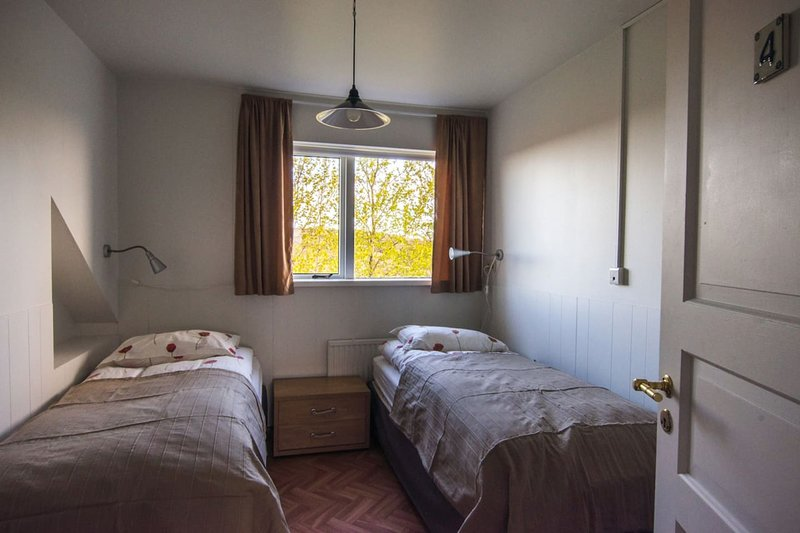 #8 Bitra Guesthouse - Double/Twin Room w. shared bathroom., holiday rental in Selfoss