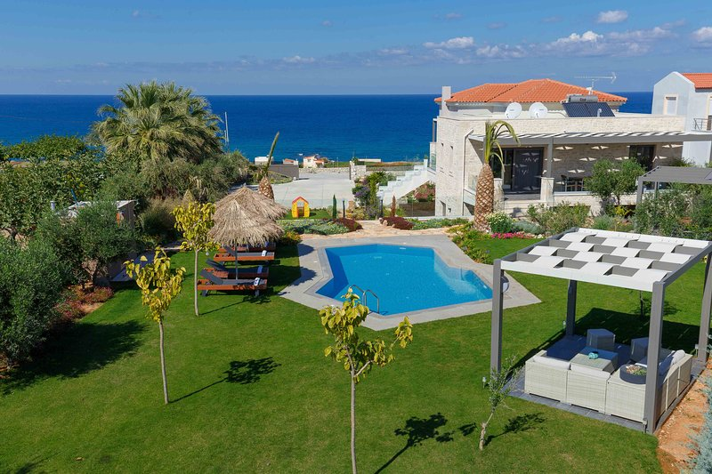Velvet Breeze Superior Villa. Seaview 800m from sea and shops, vacation rental in Stavromenos Rethymnis