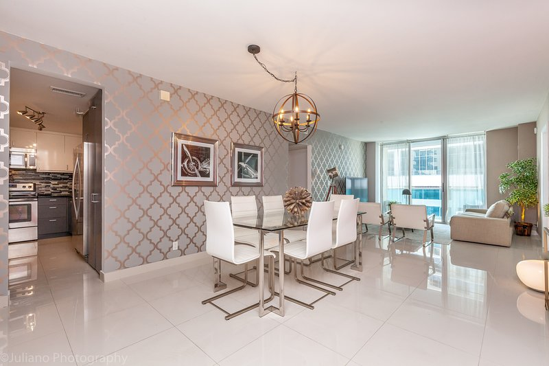 Luxurious And Spacious Unit With Ocean View on the famous Hollywood Beach, holiday rental in Hollywood