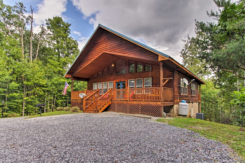 'American Dream': Smoky Mtn Cabin w/Hot Tub & View, vacation rental in Gatlinburg