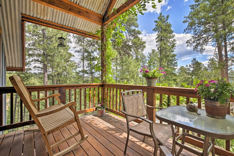 The ultimate Ruidoso retreat awaits at this vacation rental cottage!