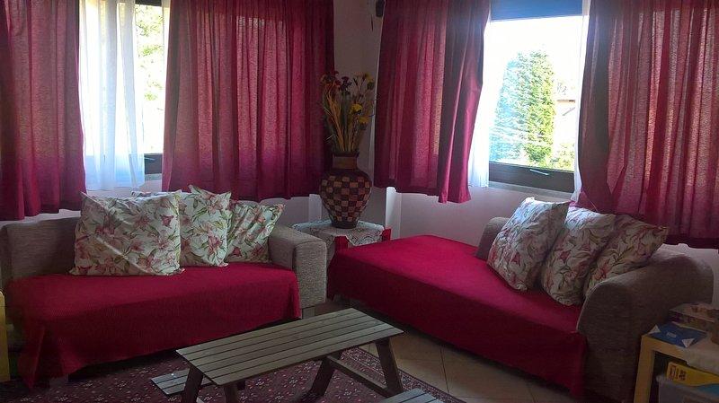 Villa singola gestione famigliare con ampio giardino, holiday rental in Caravate