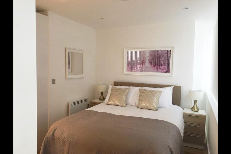 Luxury Slough Apartment, holiday rental in Slough