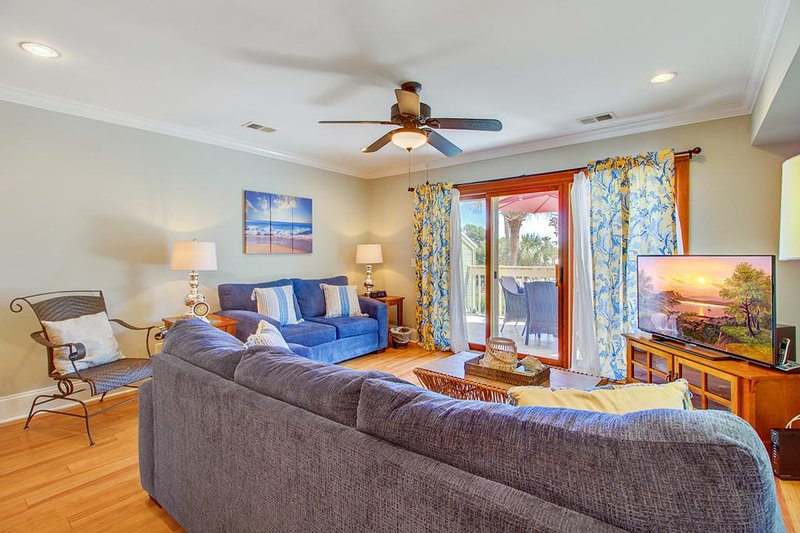 Welcome to the Beach, Living Area