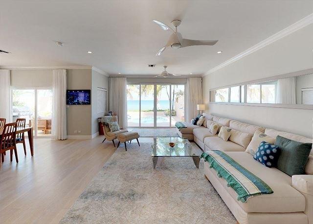 3 Bedroom Plus Den Beach Front Home in West Bay - Sleeps 10!, vacation rental in West Bay