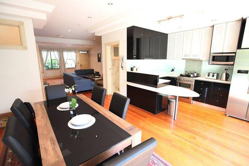 Beautiful spacious kitchen area