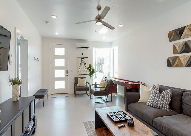 Fantastic Beautiful New Vacation Townhome That Sleeps 16
