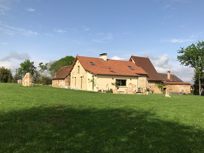 Domaine d'Autana 'LA FERME'.  Perigourdine 2br farm house with pool & gardens, vacation rental in Corgnac-sur-l'Isle