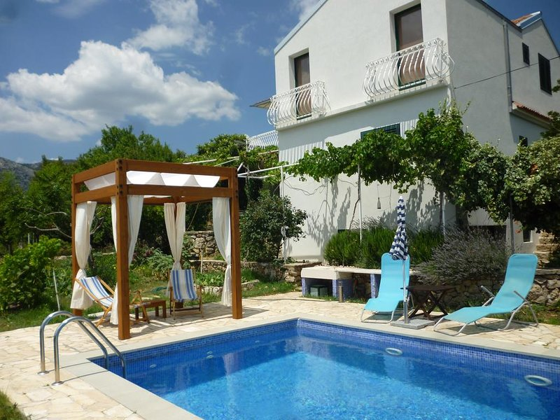 Panorama apartment with private pool, holiday rental in Klis