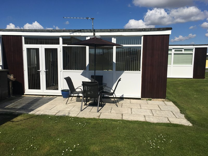 One bedroom Chalet on the delightful Selsey Country Club, aluguéis de temporada em Selsey