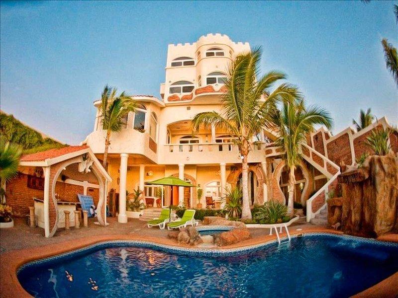 Mazatlan Sandcastle Oceanfront Villa, alquiler de vacaciones en Mazatlán