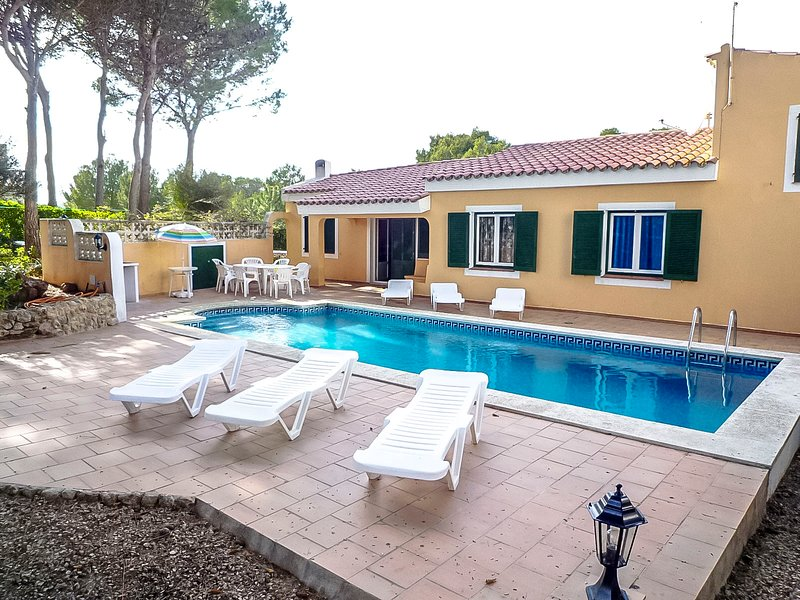 Catalunya Casas: Villa Rosa up to 8 guests, just 1.3 km to Menorca beaches!, vacation rental in Mercadal