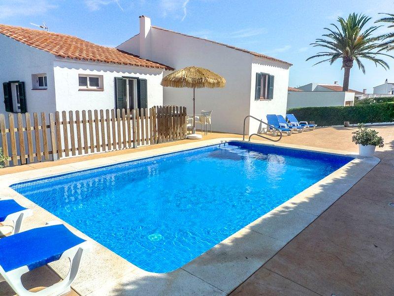 Catalunya Casas: Villa Fera for 9 guests, with water views, 4km to Menorca beach, aluguéis de temporada em Es Grau