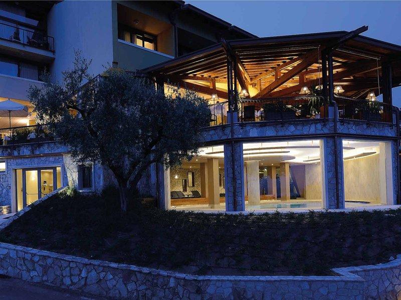 Hotel in Garda ID 113, vacation rental in Calmasino