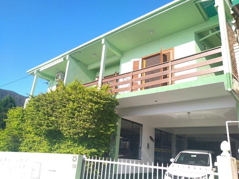 Mirante Particular casa com 4 quartos linda vista em Florianópolis, vacation rental in Pantano do Sul
