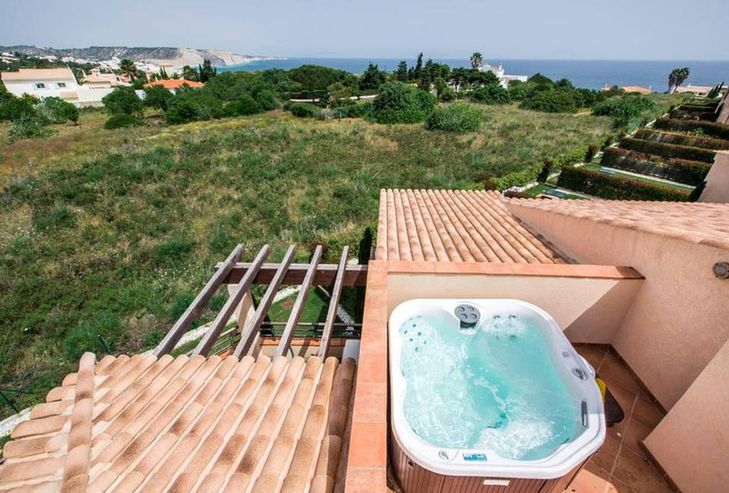 Two bedroom apartment with sea view and hot tub, holiday rental in Praia da Luz