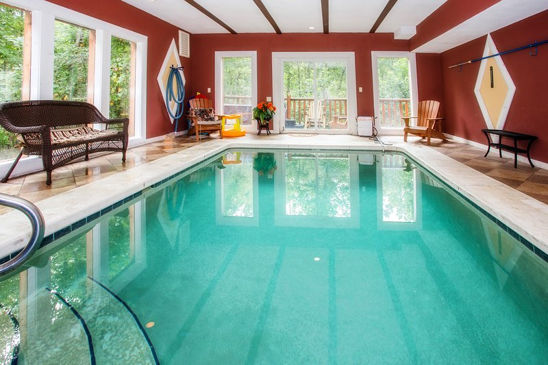 Splash Mountain Inn Cabin With Heated Indoor Swimming Pool