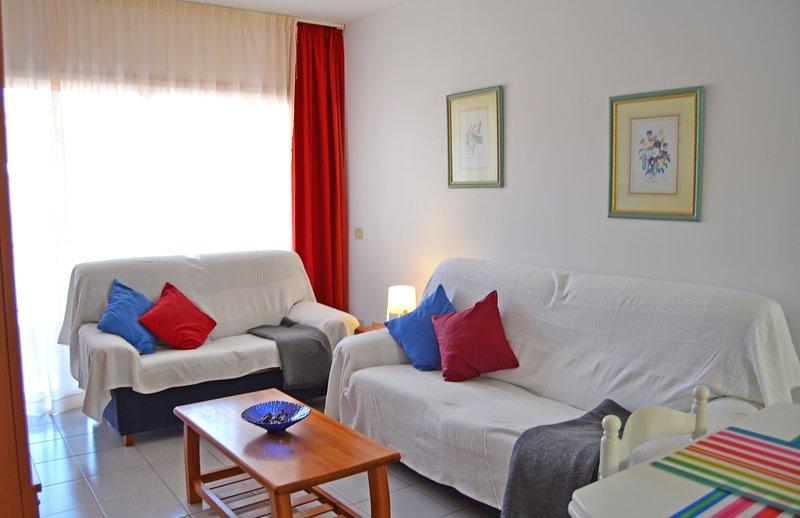 El Médano, 2 dormitorios, balcón y garaje, holiday rental in El Medano