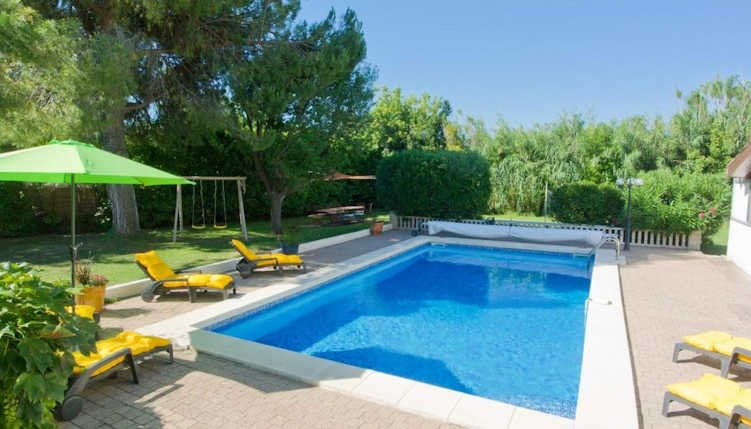 Villa Les Ecureuils - Large villa in South France for rent with pool, 6 bedrooms, holiday rental in Campagnan