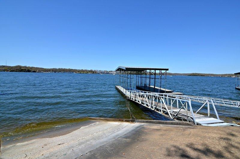 Vista sul lago e sul molo dal ponte Martini