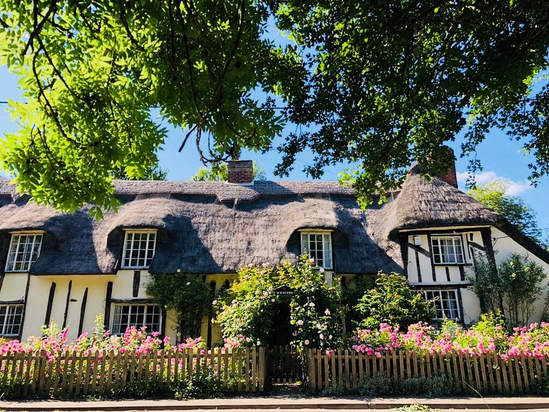 NEW Idyllic Grade II listed Chocolate Box Thatched Cottage, Suffolk Countryside, casa vacanza a Stoke by Clare