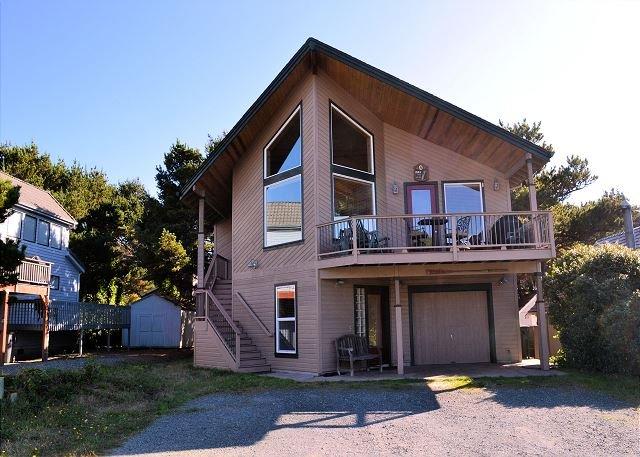 CHINOOK HOUSE ~ Large beautiful family home only 1/2 block to beach, location de vacances à Manzanita