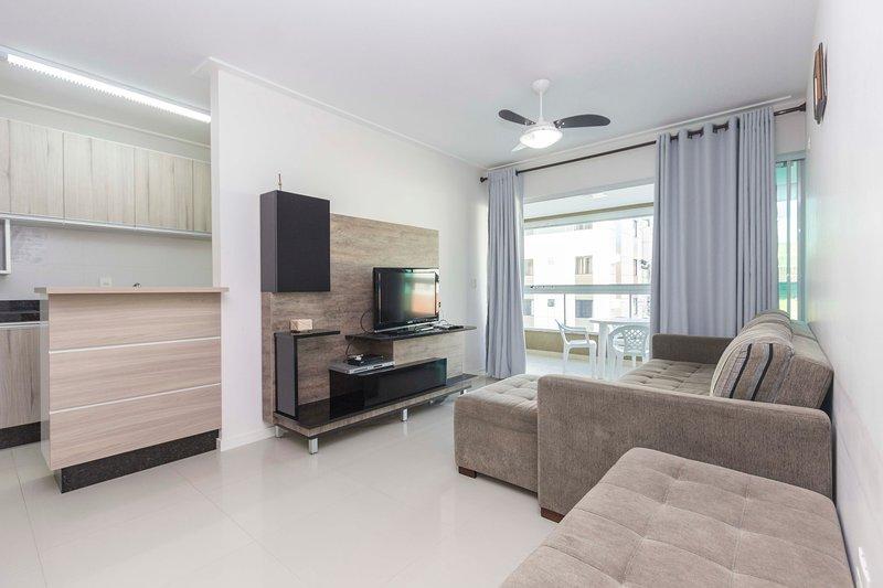 Apartamento próximo ao mar na Praia de Bombas, holiday rental in Bombinhas